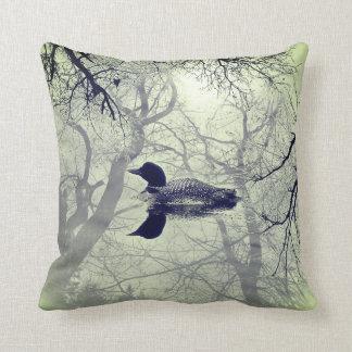 Dingue noir et blanc sur un coussin de décor de