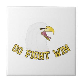 Disparaissent la victoire de combat petit carreau carré