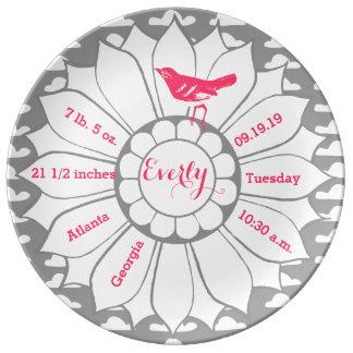 Disque rose gris de naissance de bébé d'oiseau assiettes en porcelaine