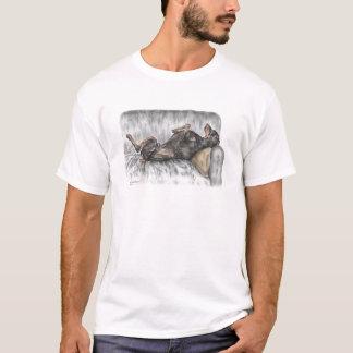 Dobermann drôle sur le sofa t-shirt