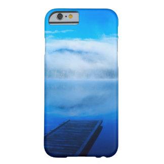 Dock sur le lac brumeux calme, la Californie Coque Barely There iPhone 6