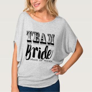 Domestique de la main de jeune mariée d'équipe t-shirt