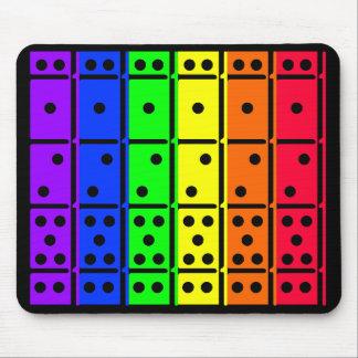 Dominos d'arc-en-ciel sur la conception de dos de  tapis de souris