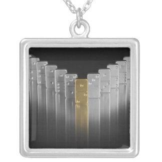 Dominos d'or et d'argent collier