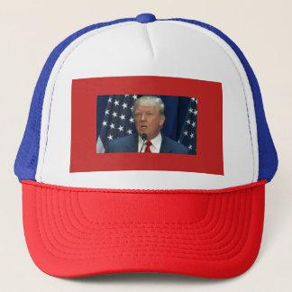 Donald Trump sur un casquette de camionneurs
