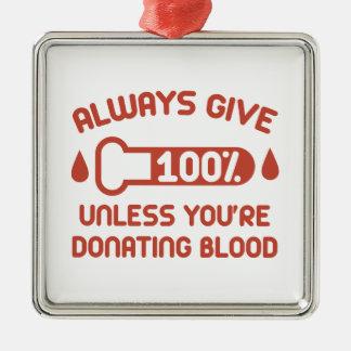 Donnez toujours 100 pour cent ornement carré argenté
