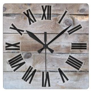 Doorstaan hout vierkante klok