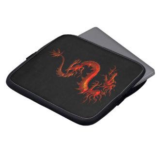 Dragon rouge asiatique tribal sur la douille noire housse pour ordinateur portable