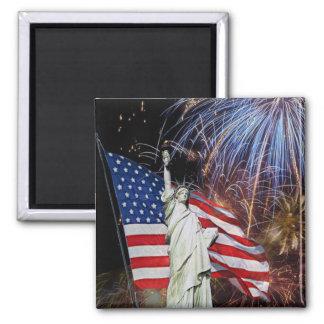 Drapeau américain, feux d'artifice et statue de la magnets