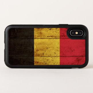Drapeau de la Belgique sur le vieux grain en bois