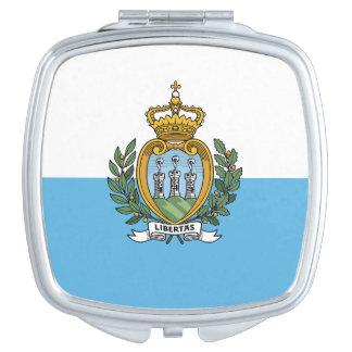 Drapeau de miroir compact carré du Saint-Marin