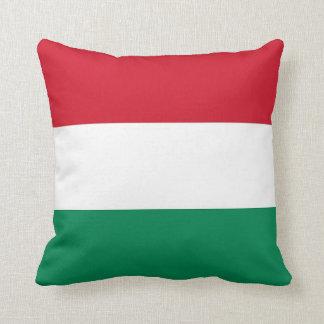 Drapeau hongrois sur le coussin de MoJo