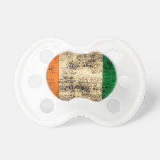 Drapeau irlandais grunge sucettes pour bébé