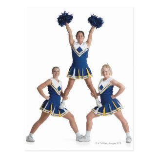 drie tiener Kaukasische vrouwelijke cheerleaders Briefkaart