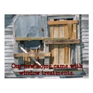 Drôle embarqué vers le haut de la fenêtre nous carte postale