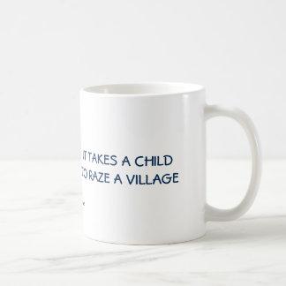 Drôle : Il prend un enfant pour raser un village Mug Blanc