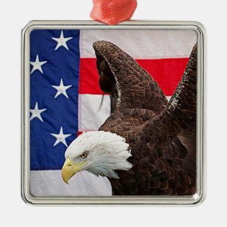 Eagle chauve avec le drapeau américain ornement carré argenté