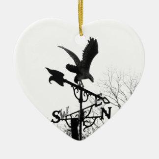 Eagle et flèche ornement cœur en céramique