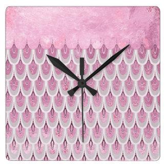 Échelles de poissons roses brillantes de sirène de horloge carrée
