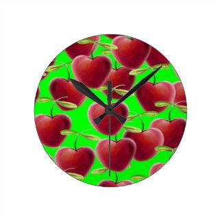 Éclaboussure de cerise de vert de chaux horloge ronde