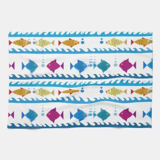 École des poissons sur la serviette de cuisine