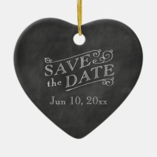 Économies romantiques de coeur la date sur le ornement cœur en céramique