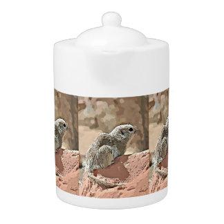 Écureuil moulu dans le pot de thé de bande