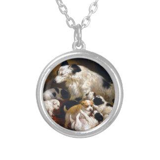 Een hond en haar puppy zilver vergulden ketting