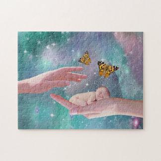 Een leuke in hand fantasie van de babyjongen puzzel