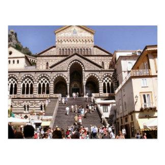 Église à Amalfi, visité par beaucoup de touristes Carte Postale
