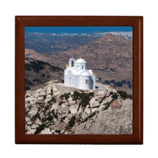 Église isolée en montagnes grecques boîte à souvenirs