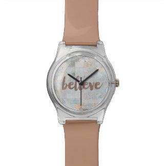 Elle a cru la montre de graffiti