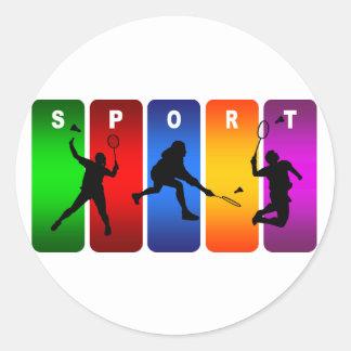 Emblème multicolore de badminton sticker rond