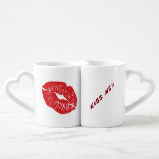 Embrassez-moi des tasses de duo