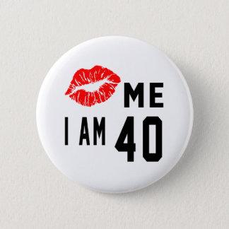 Embrassez-moi que j'ai 40 ans badge rond 5 cm
