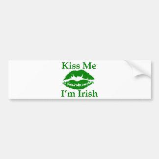Embrassez-moi que je suis irlandais autocollant de voiture