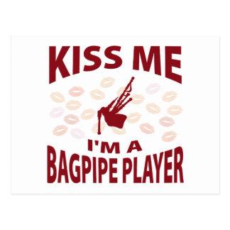 Embrassez-moi que je suis un joueur de cornemuse carte postale