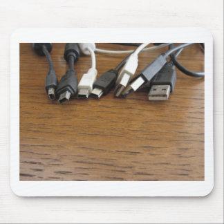 Embrouillement des câbles poussiéreux d'ordinateur tapis de souris