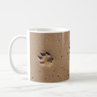 Empreintes de pattes animaux en sable mug