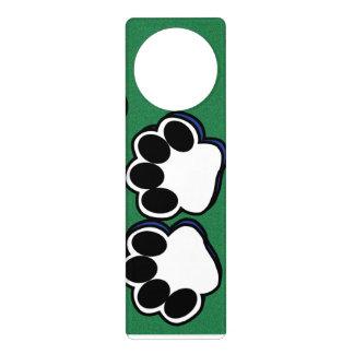 Empreintes de pattes sur le vert affichettes de porte
