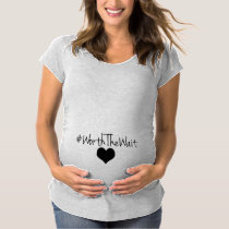 En valeur le coeur d'attente T-Shirt de maternité