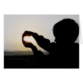 Enfant tenant Sun Carte De Correspondance