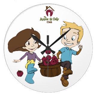 Enfants de club d'Apple-UN-Jour courant l'horloge Grande Horloge Ronde