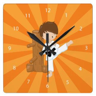Enfants de karaté horloge carrée