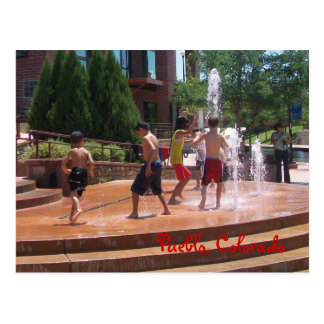 Enfants et fontaines sur la carte postale de