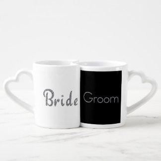 Ensemble bling de tasse de couples de jeunes