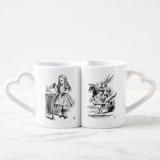 Ensemble de tasse d'Alice et de lapin
