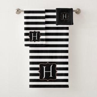 Ensemble rayé noir et blanc décoré d'un monogramme