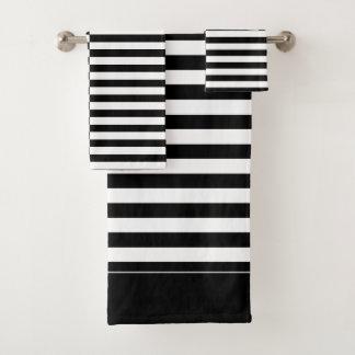 Ensemble rayé noir et blanc excentré de serviette