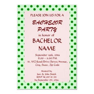 Enterrement de vie de jeune garçon - pois vert, carton d'invitation 8,89 cm x 12,70 cm